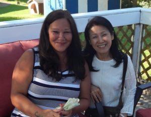 カナダ人講師Nadeneと受講生の写真