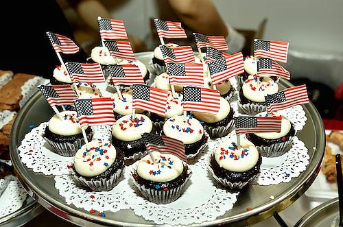 アメリカ独立記念日お祝いのケーキの写真